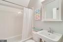 3rd floor full bath with tub shower - 7945 BOLLING DR, ALEXANDRIA