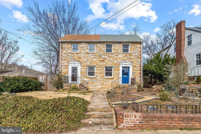 8 MASONIC VIEW AVENUE, ALEXANDRIA, Virginia 22301, 2 Bedrooms Bedrooms, ,2 BathroomsBathrooms,Residential,For Sale,MASONIC VIEW,VAAX258462