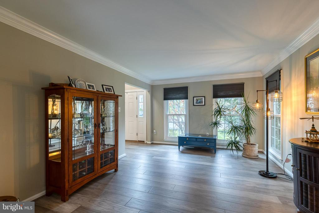 Living room with lots of natural light - 54 CHRISTOPHER WAY, STAFFORD