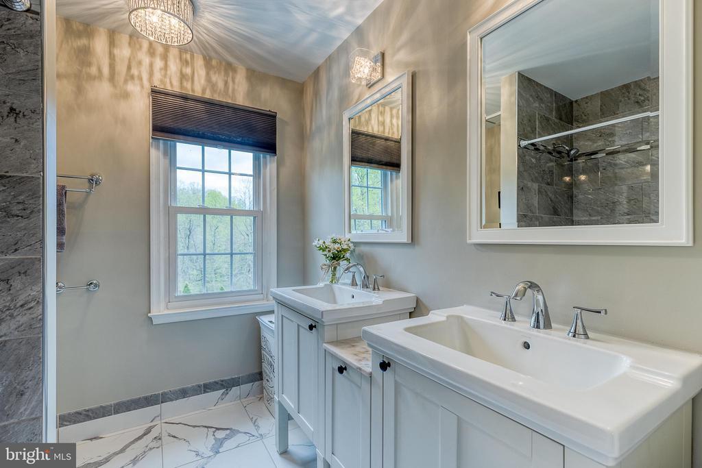 Full bathroom upstairs - 54 CHRISTOPHER WAY, STAFFORD