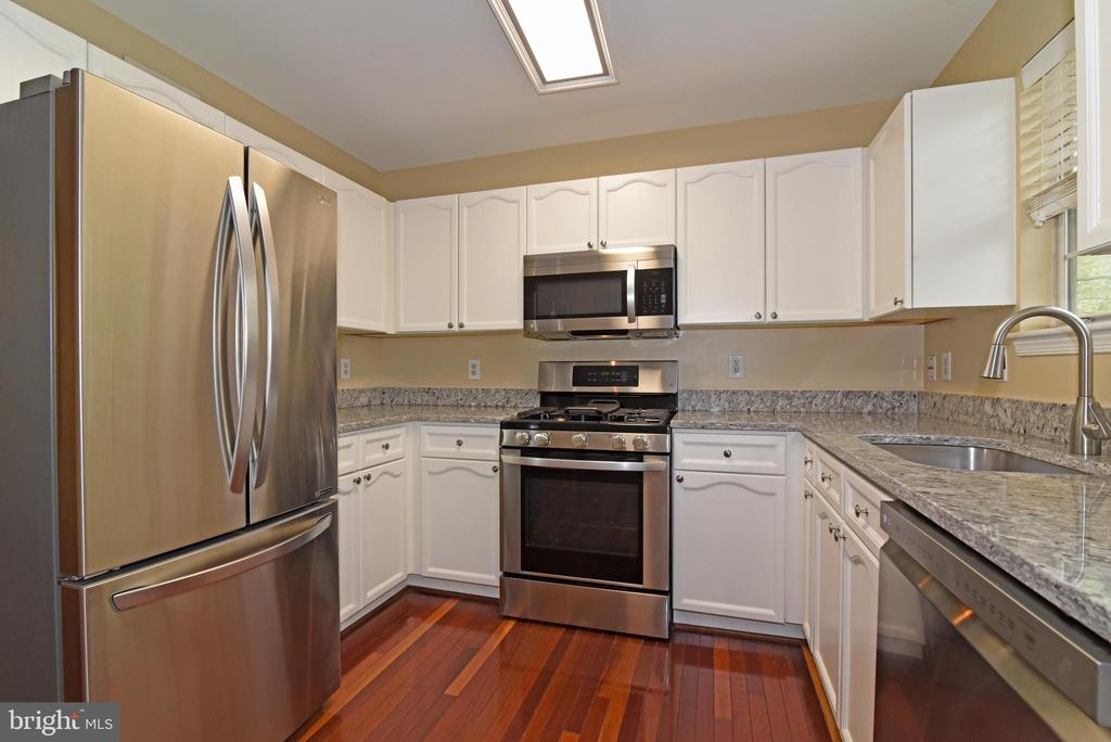 Stainless steel appliances compliment the  granite - 20854 APOLLO TER, ASHBURN