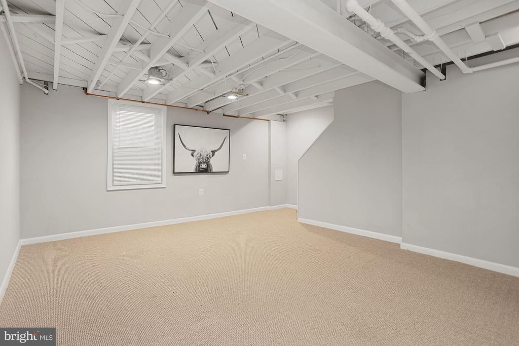 Versatile living space - 1033 N MONROE ST, ARLINGTON