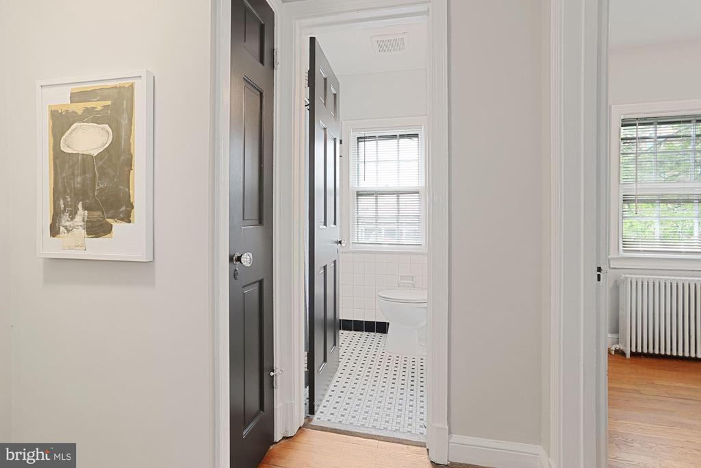 Upper level hallway - 1033 N MONROE ST, ARLINGTON