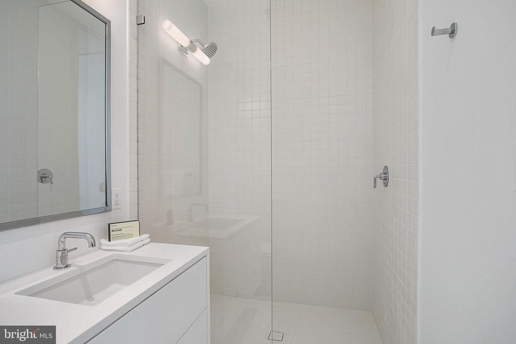 Bath #6 - 4640 CATHEDRAL AVE NW, WASHINGTON