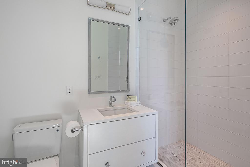 Bath #5 - 4640 CATHEDRAL AVE NW, WASHINGTON