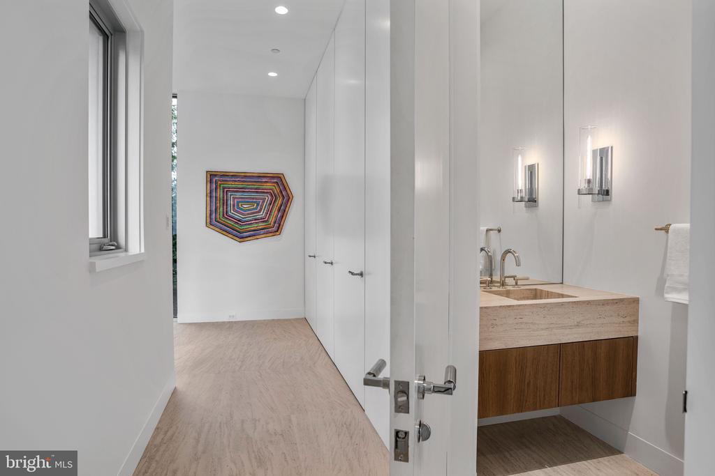 Main Level Powder Room - 4640 CATHEDRAL AVE NW, WASHINGTON