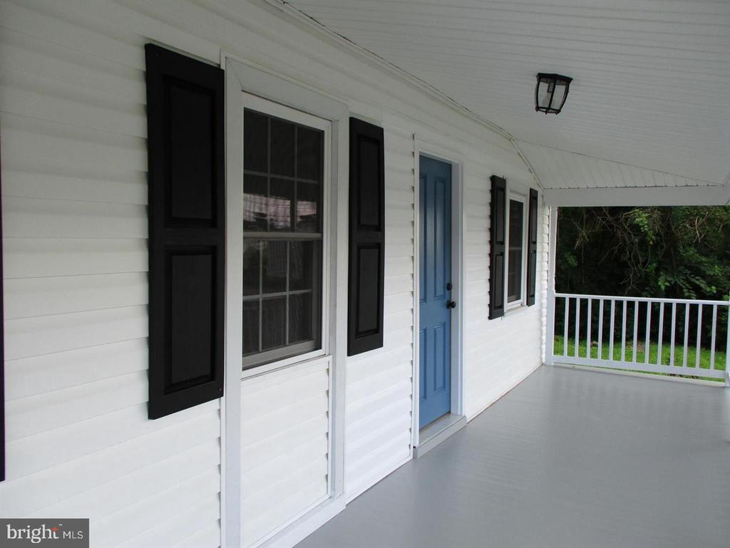 Lovely Large Front Porch - 29 S GREENWAY AVE, BOYCE