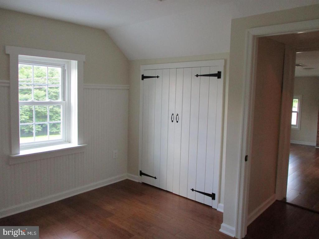 Good size second story bedroom - 29 S GREENWAY AVE, BOYCE