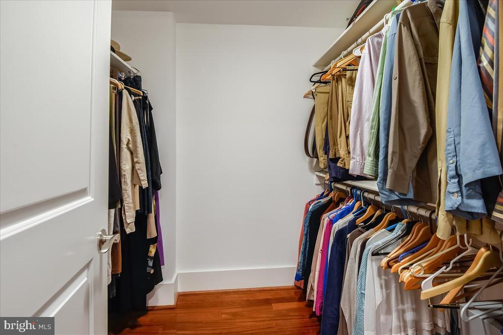 Walk-in Closet in Primary Bedroom Suite - 1615 N QUEEN ST #M204, ARLINGTON