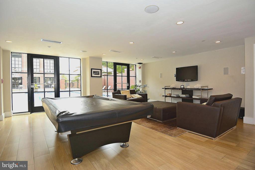 Amenity: Community Room with Pool Table - 1615 N QUEEN ST #M204, ARLINGTON