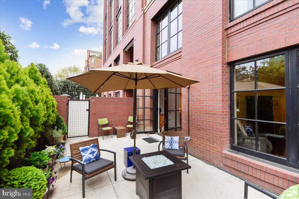 15x25 Private Patio with Drip Irrigation - 1615 N QUEEN ST #M204, ARLINGTON