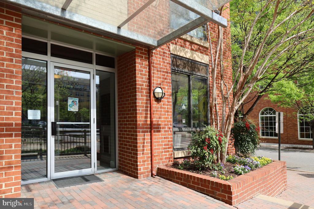 1200 N. Hartford St Front Entrance - 1200 N HARTFORD ST #502, ARLINGTON