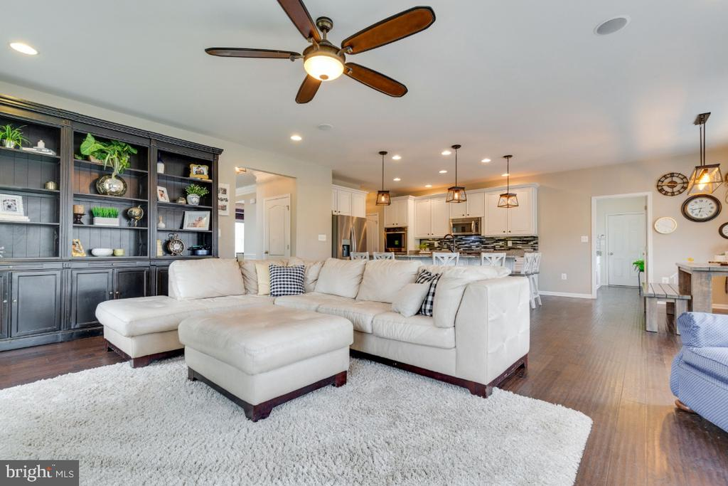 Large Open Family Room - 24215 CRABTREE CT, ALDIE