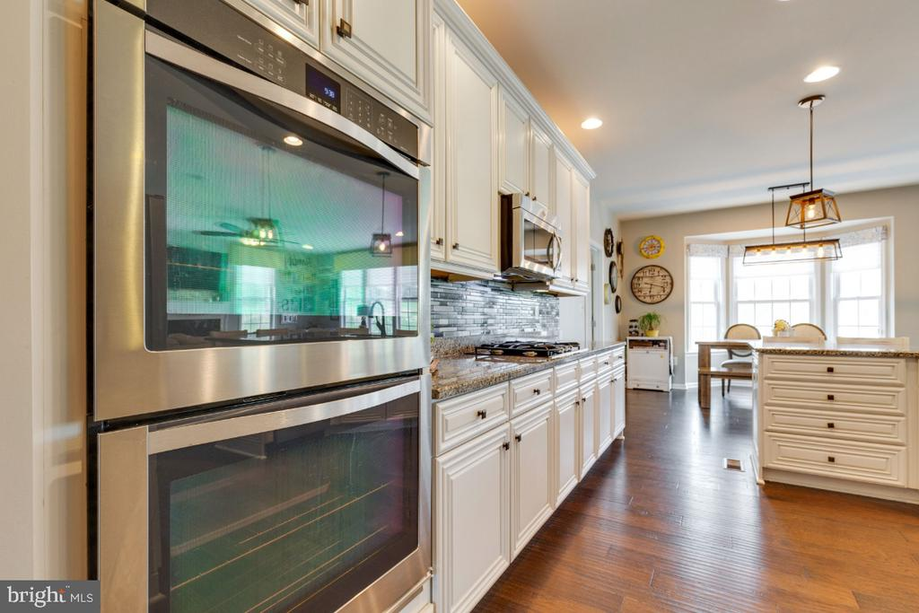 Gourmet Kitchen with Double Wall Ovens - 24215 CRABTREE CT, ALDIE