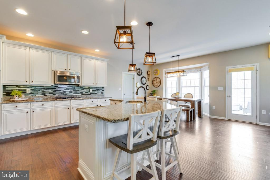 Gourmet Kitchen with Pendant Lighting - 24215 CRABTREE CT, ALDIE