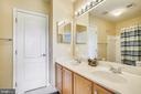 Hall Bathroom - 18315 SEA ISLAND PL, LEESBURG