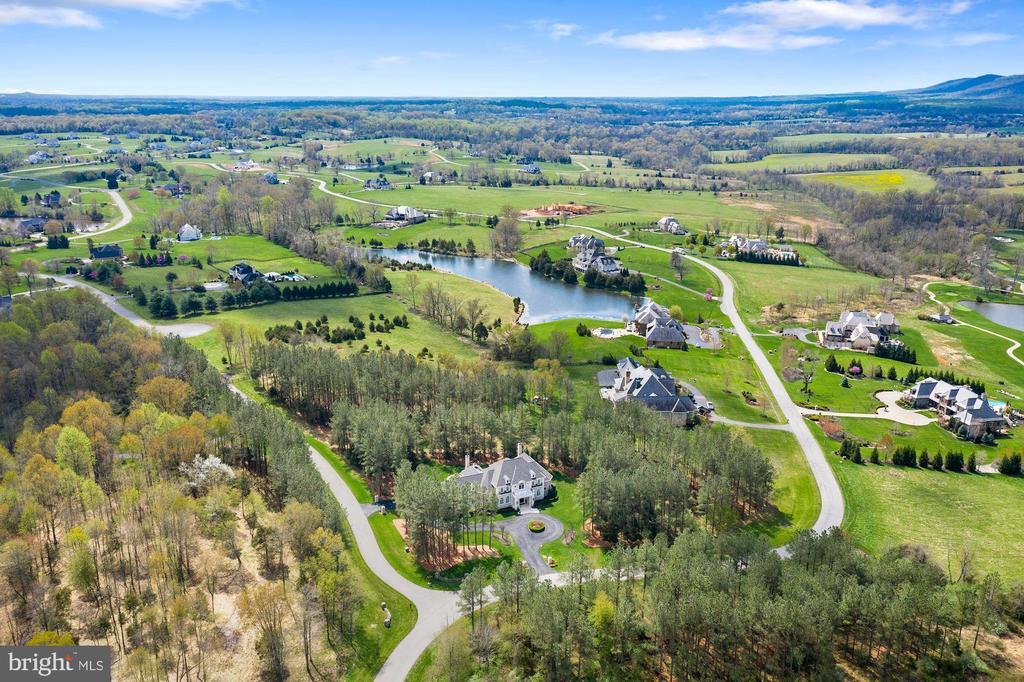 Estate Home Nestled in Virginia's Countryside - 22608 CREIGHTON FARMS DR, LEESBURG
