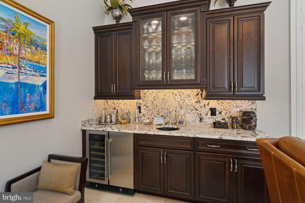 Morning Room Wine and Beverage Center - 22608 CREIGHTON FARMS DR, LEESBURG