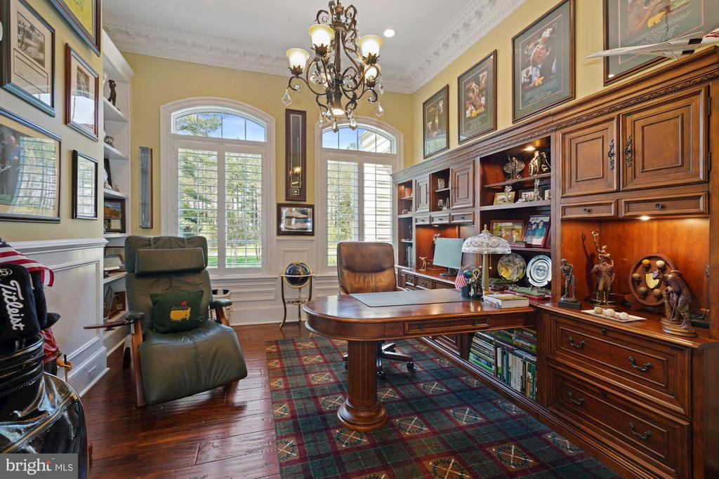 Home Office with Your Modern Technological Needs - 22608 CREIGHTON FARMS DR, LEESBURG