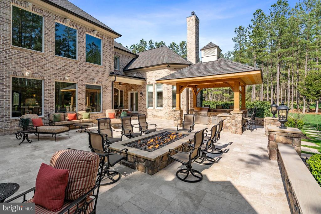 Travertine Patio with Outdoor Entertaining Space - 22608 CREIGHTON FARMS DR, LEESBURG
