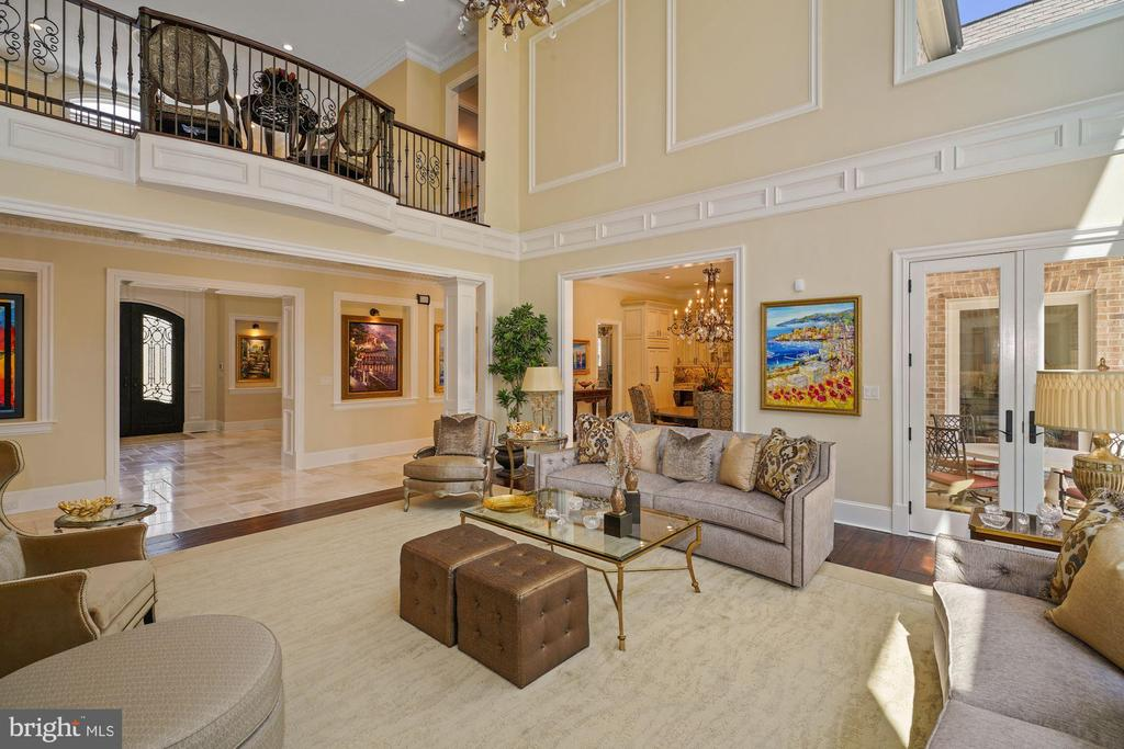 Two Story Great Room with 25' Ceilings - 22608 CREIGHTON FARMS DR, LEESBURG