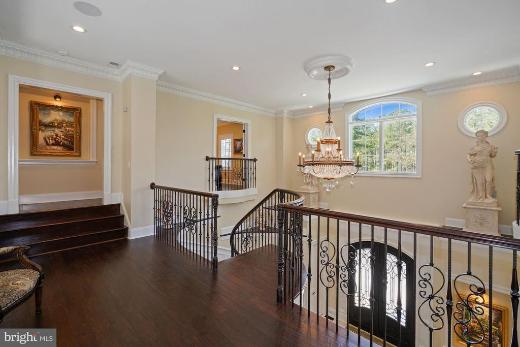 Sitting Parlor on the Upper Level of the Home - 22608 CREIGHTON FARMS DR, LEESBURG
