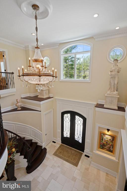 Dramatic Two-Story  Foyer - 22608 CREIGHTON FARMS DR, LEESBURG
