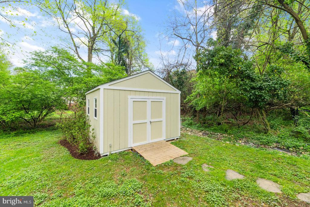 Shed - 525 NELSON DR NE, VIENNA