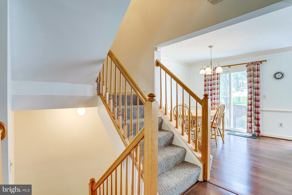 - 43420 POSTRAIL SQ, ASHBURN