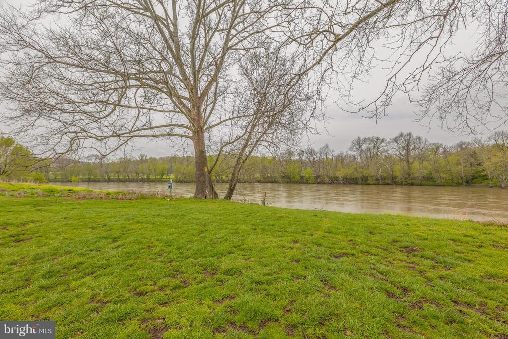 Community Rec area, launch canoe or kayak here - 4034 CALMES NECK LN, BOYCE