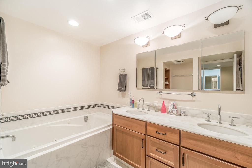 Primary suite of Unit 1 - 1723 19TH ST NW, WASHINGTON
