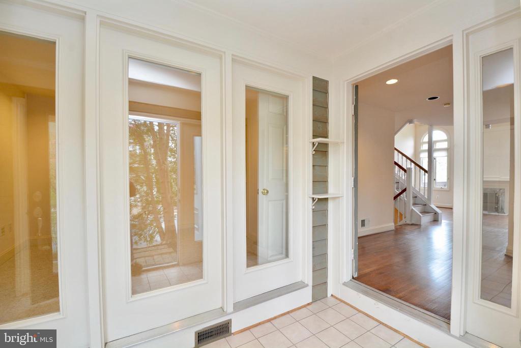Foyer - 10526 MEREWORTH LN, OAKTON