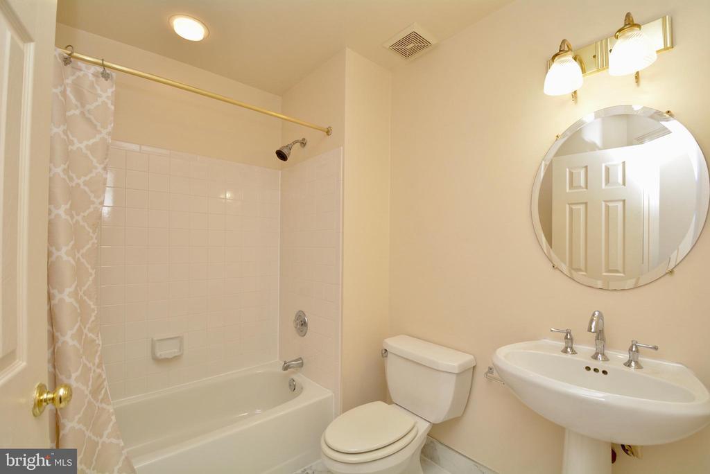 Main level Bath - 10526 MEREWORTH LN, OAKTON