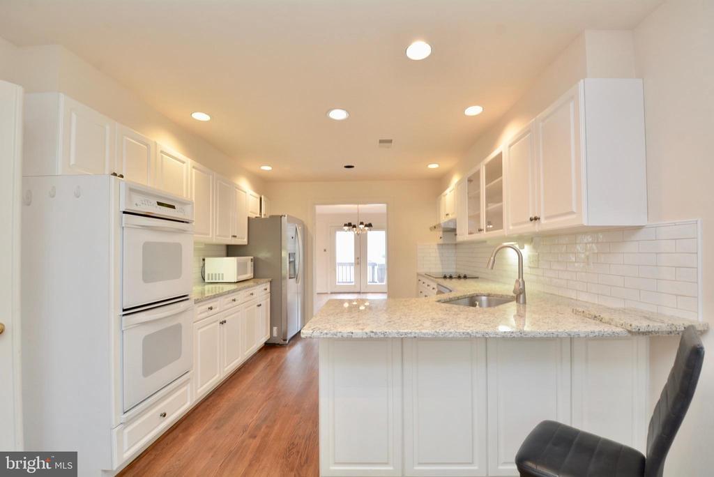 Kitchen - 10526 MEREWORTH LN, OAKTON