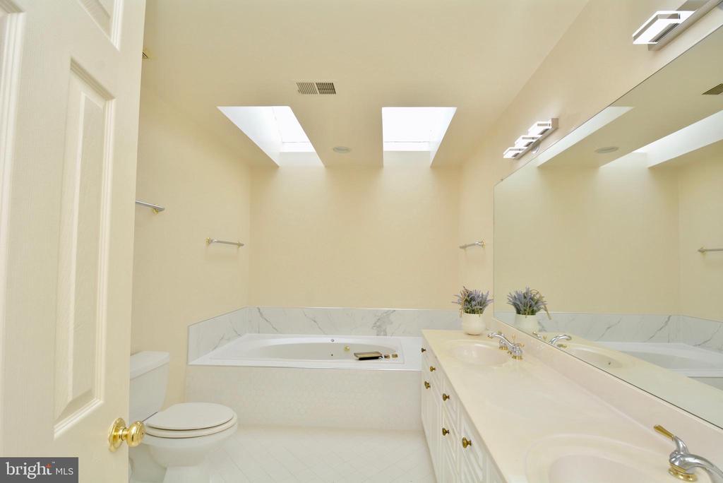 Master Bath - 10526 MEREWORTH LN, OAKTON