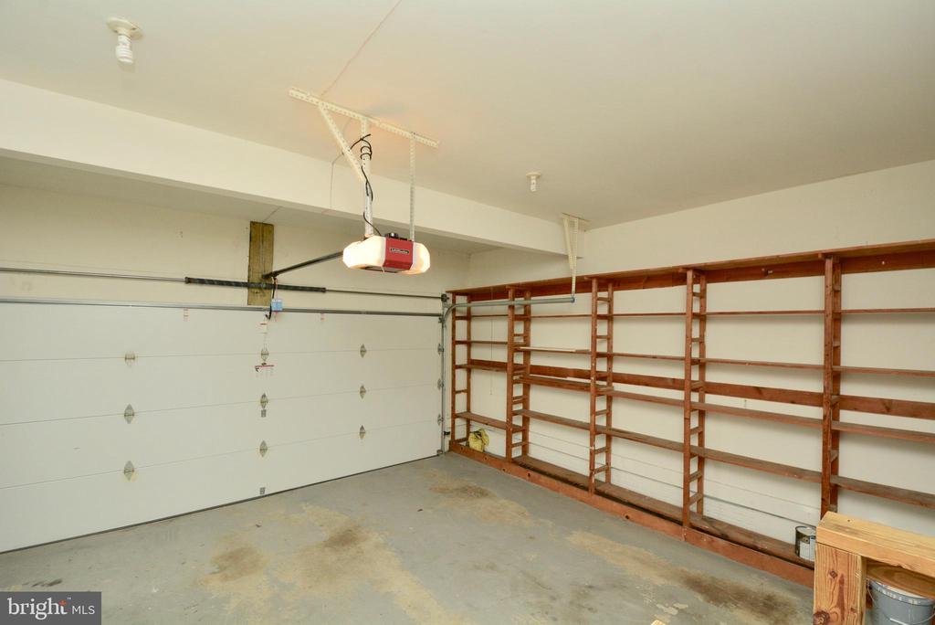 Garage - 10526 MEREWORTH LN, OAKTON