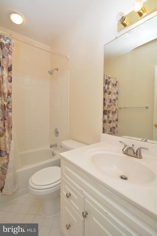 Basement Bath - 10526 MEREWORTH LN, OAKTON