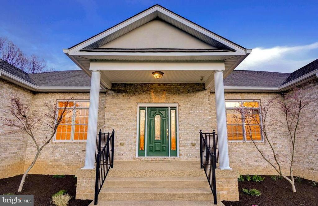 Stately Entry - 14515 SHIRLEY BOHN RD, MOUNT AIRY