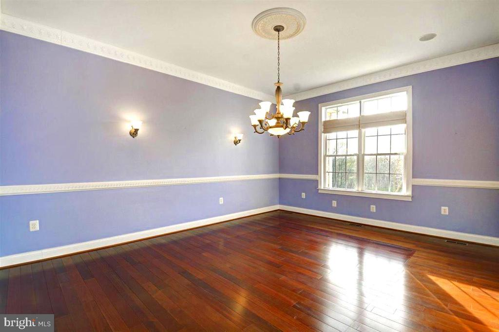 10 Foot Ceilings and Large Windows - 14515 SHIRLEY BOHN RD, MOUNT AIRY