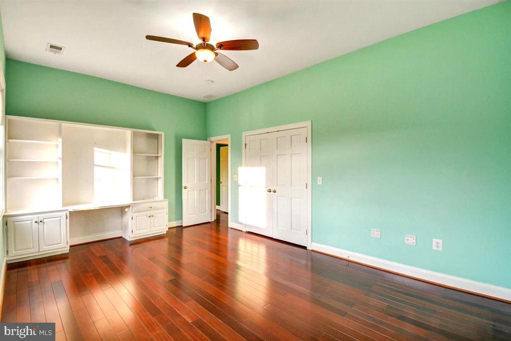 Bedroom #4 - Featuring Custom Built in Desk - 14515 SHIRLEY BOHN RD, MOUNT AIRY