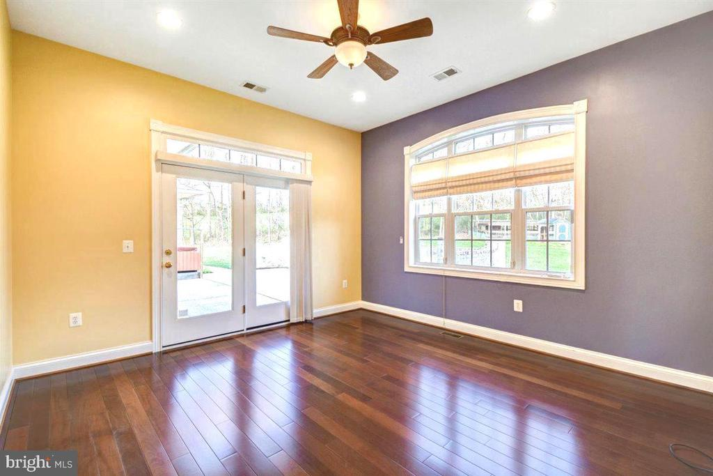 Owners Suite Sitting Room Leads to Patio - 14515 SHIRLEY BOHN RD, MOUNT AIRY