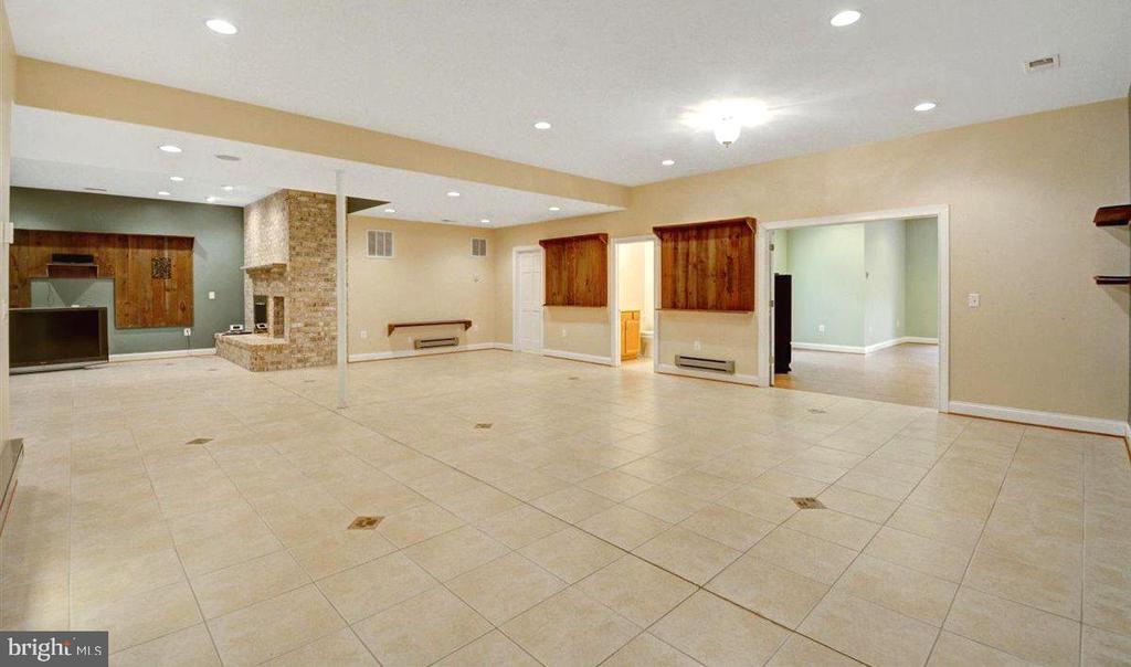 Game Room w/ 9 Foot High Ceilings, Recess Lighting - 14515 SHIRLEY BOHN RD, MOUNT AIRY