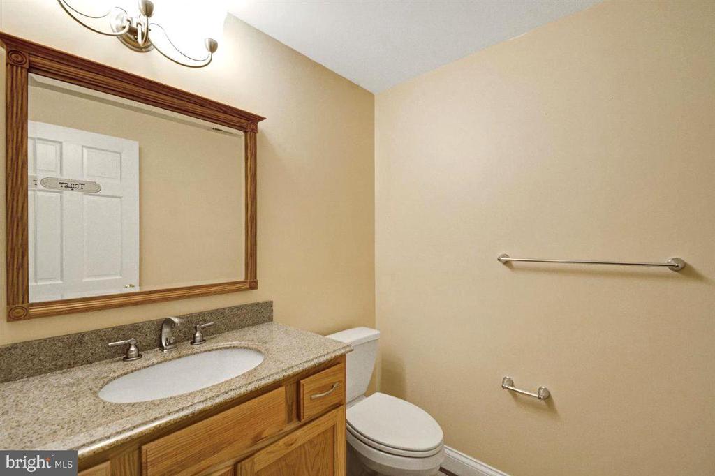 Lower Level Bath Off Family Room - 14515 SHIRLEY BOHN RD, MOUNT AIRY