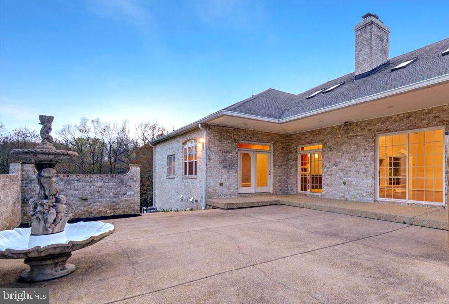 Exquisite Fountain adds Ambience - 14515 SHIRLEY BOHN RD, MOUNT AIRY