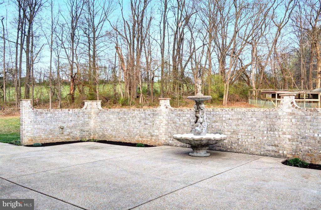 Scalloped Brick Walls - 14515 SHIRLEY BOHN RD, MOUNT AIRY