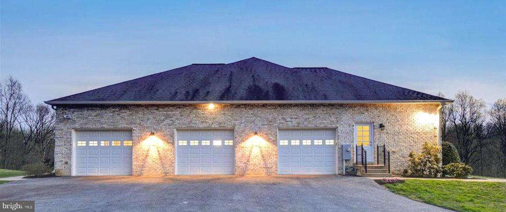 3 Car Oversized Garage - 14515 SHIRLEY BOHN RD, MOUNT AIRY