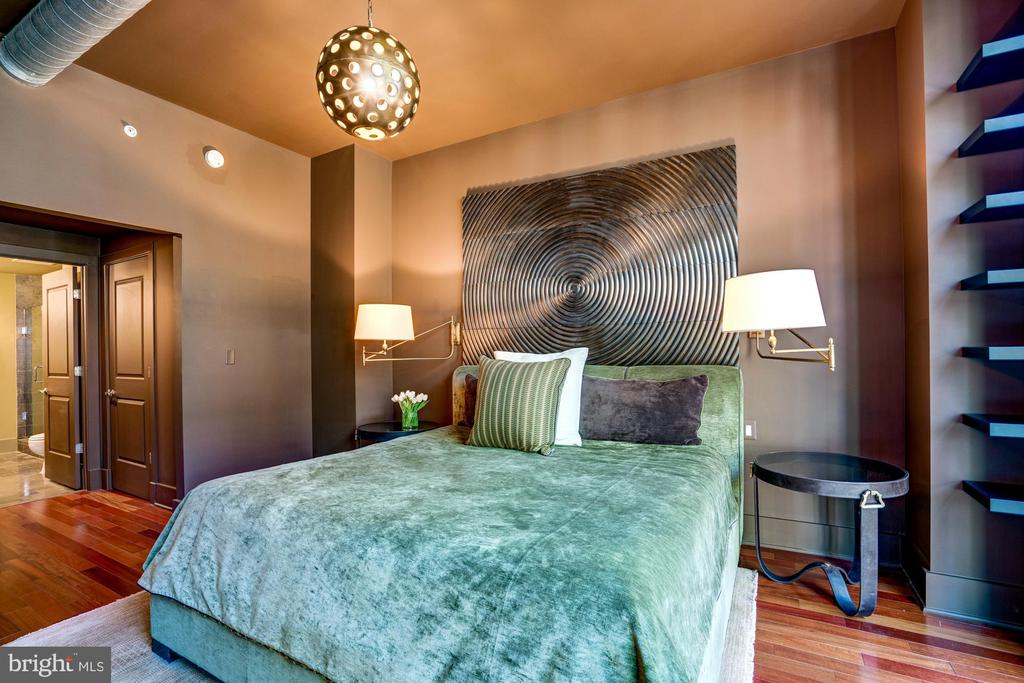 Built Ins, Walk In Closet, En Suite Full Bathroom - 1615 N QUEEN ST #M303, ARLINGTON