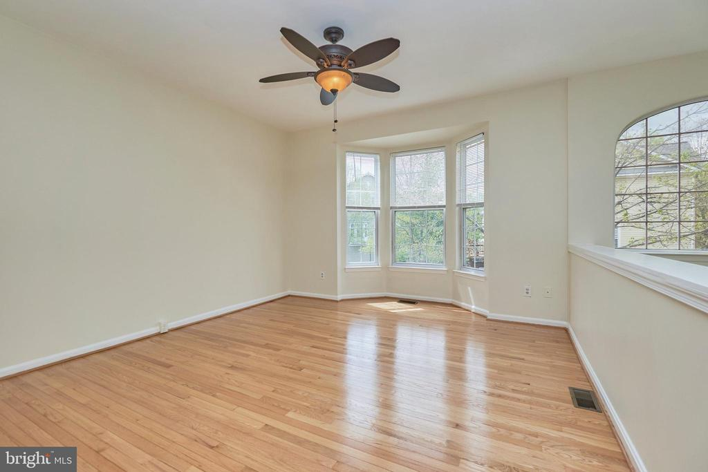 Lighted ceiling fan in living room - 11436 ABNER AVE, FAIRFAX