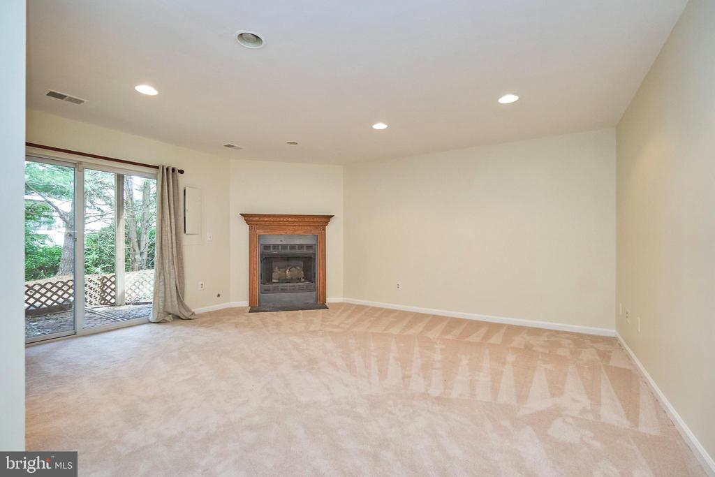 Gas fireplace - 11436 ABNER AVE, FAIRFAX