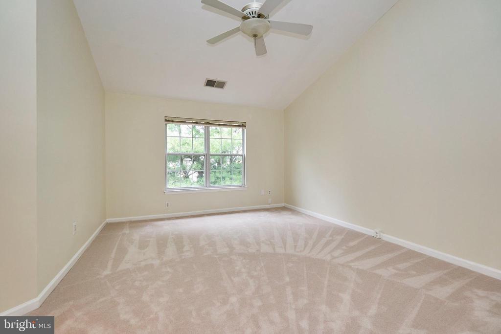 Upper level primary bedroom - 11436 ABNER AVE, FAIRFAX